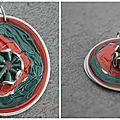 Pendentif rouge et vert