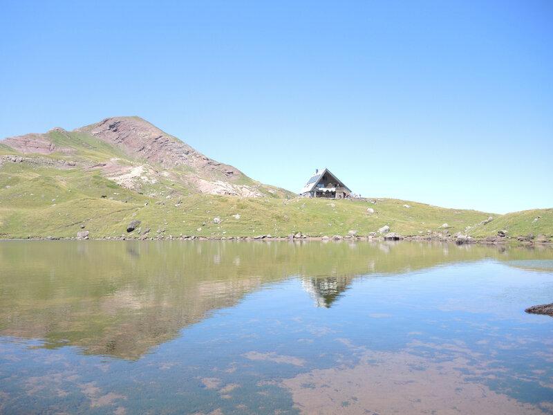 J) Lac d'Arlet, lac et refuge d'Arlet, et pic d'Aillary (64)