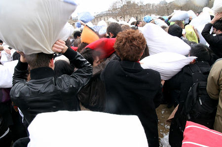 Pillow_Fight_2010_2494