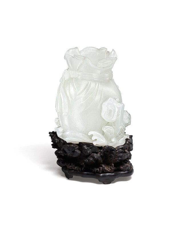 2020_HGK_18242_2851_000(a_white_jade_pouch-form_vase_qianlong_period)