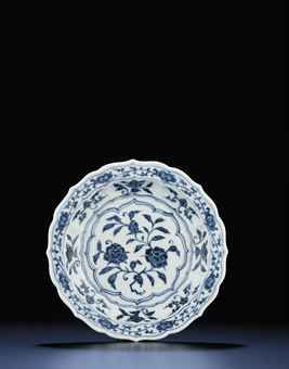 an_early_ming_blue_and_white_small_barbed_rim_dish_yongle_period_d5448252h