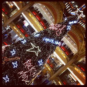 Sapin_Rock_n__Mode_des_Galeries_Lafayette_2