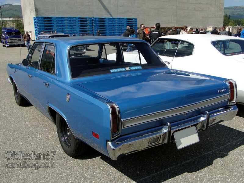 Plymouth Valiant 4door sedan-1970-02