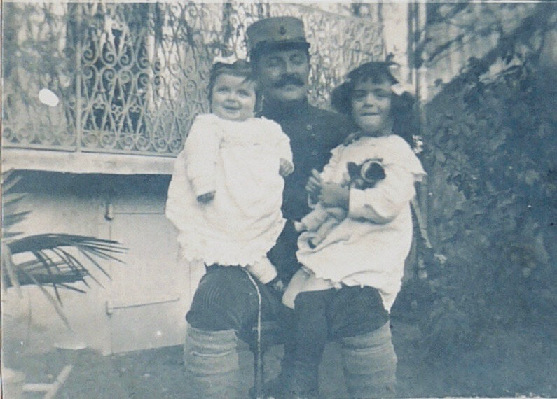 rue-Massena-Carcas-poupée-Yvette-1916