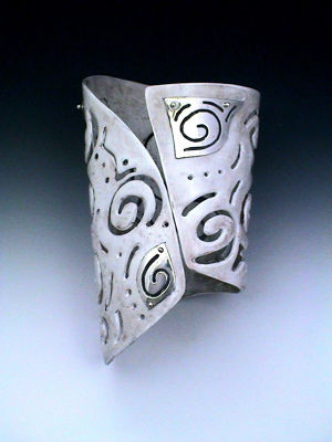 Tribal Cuff - verso / back