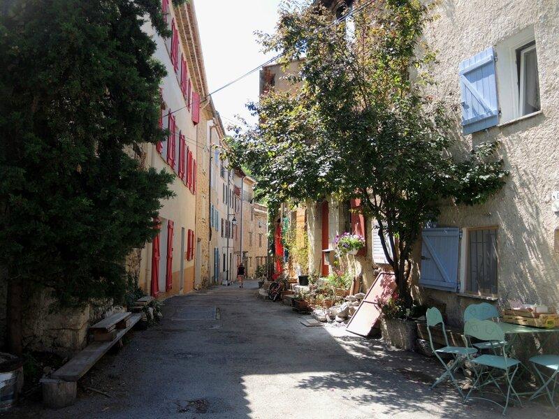 Aiguines, une ruelle (83)