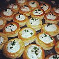 Mini vol-au-vent farci chantilly salé.