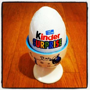 Kinder_Surprise___coquetier