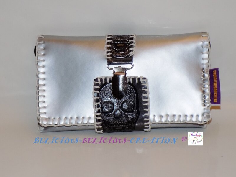mini bag for smartphone skulls grey a
