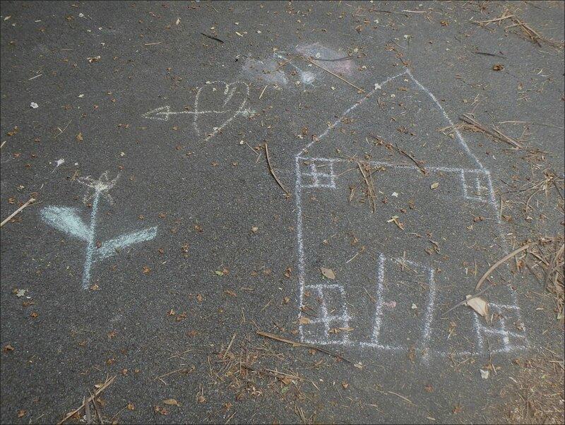 Graffiti enfants sol maison coeur fleur