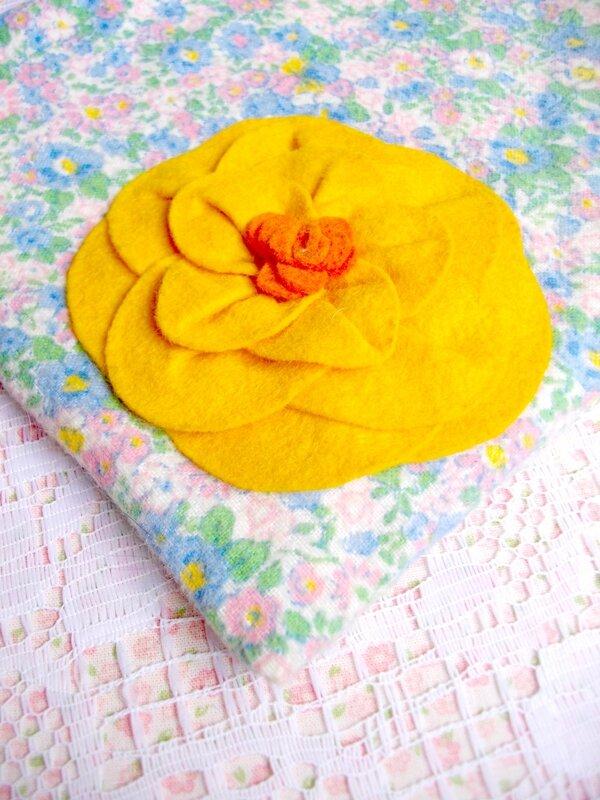 pochette-fleur-feutrine-diy-tuto