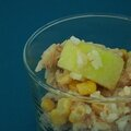 Salade de riz, concombre, maïs, thon, sauce ketchup
