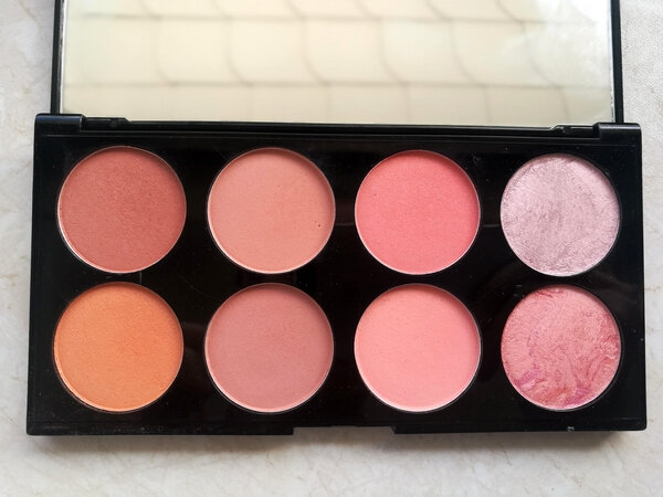 makeup revoluion ultra blush palette hot spice (4)