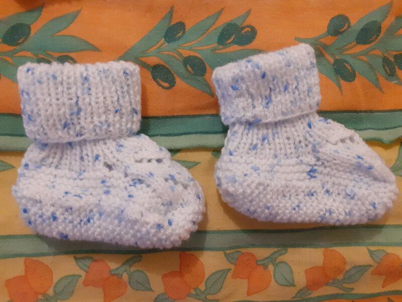Brassière et chaussons pour le bébé des voisins (4)