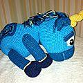 Licorne bleue de profil