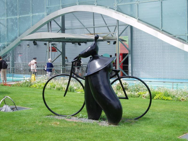 Un vélo au Futuroscope (Poitiers, août 2010)