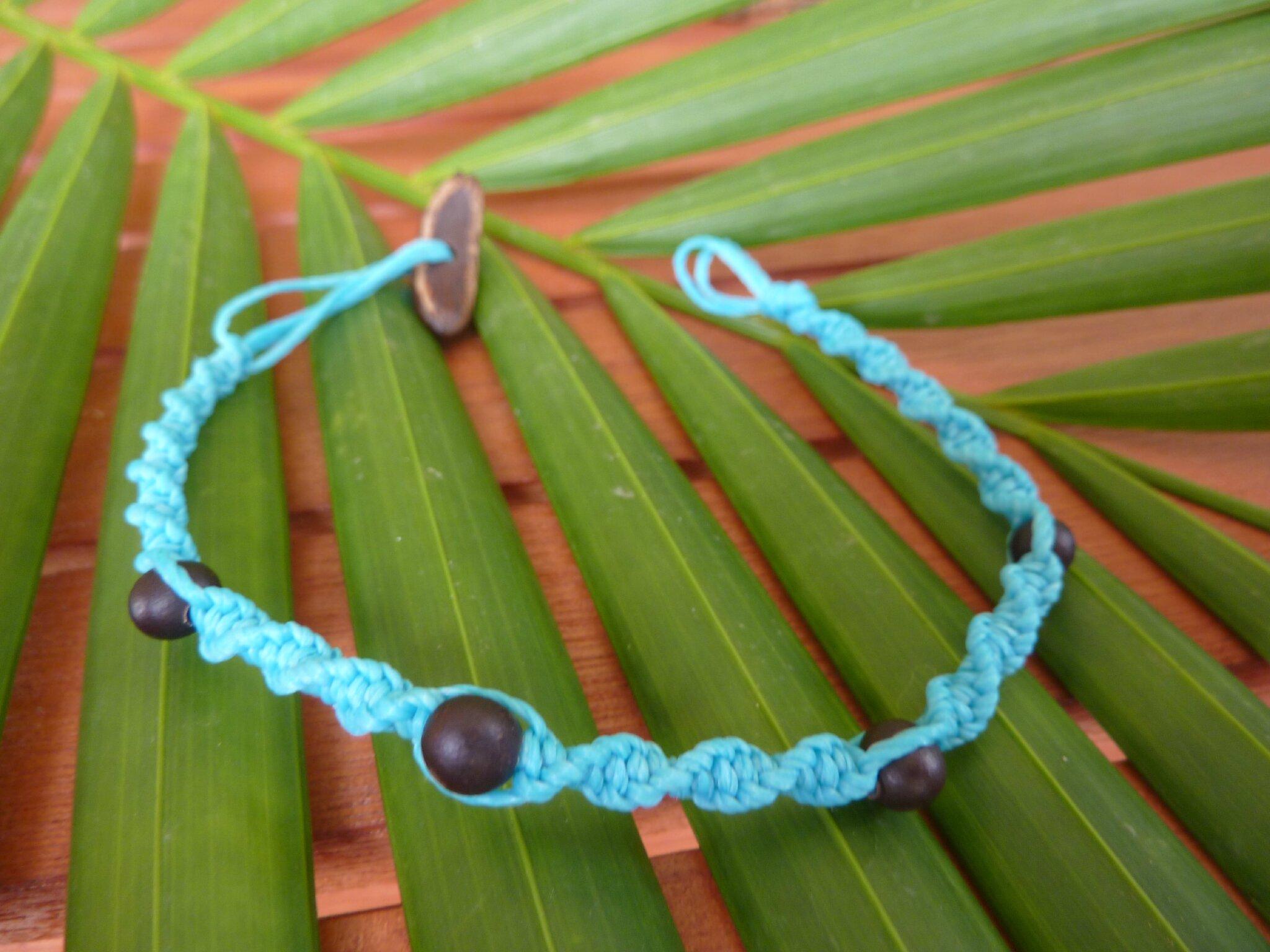 Bracelet torsadé bleu avec graines de toloman - 4€