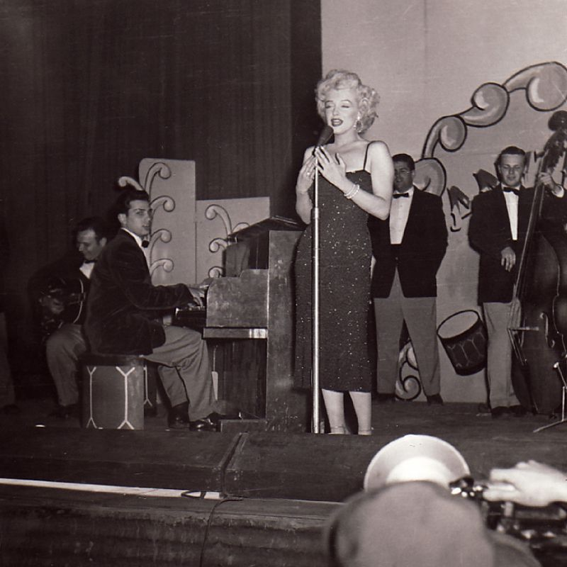 1954-02-19-korea_daegu-inside-stage-011-1