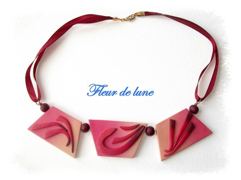 collier plaque bordeau S 1