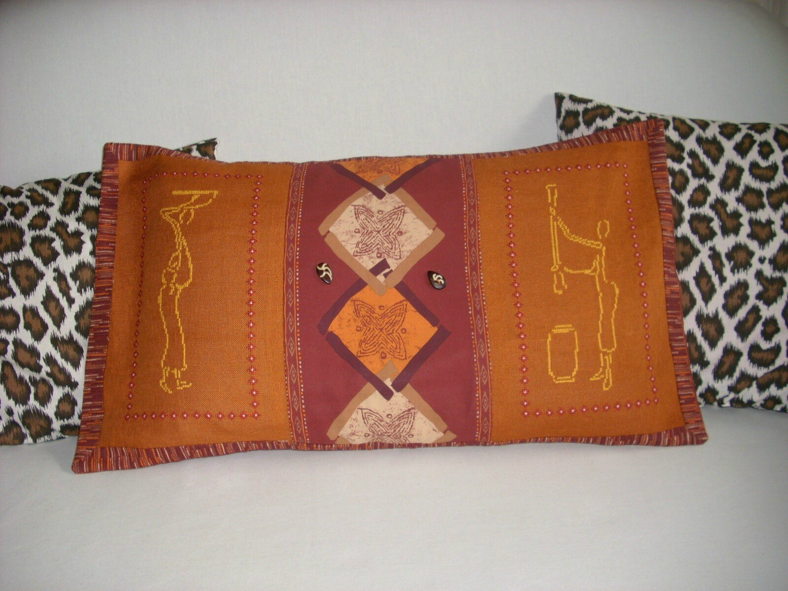 COUSSIN FEMMES AFRICAINES 2