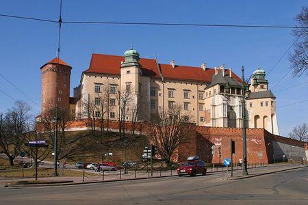 800px-Kraków_-_Wawel_-_Widok_od_wschodu_01[1]
