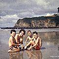 Quatre enfants sur la plage (Douarnenez, été 1973 ?)