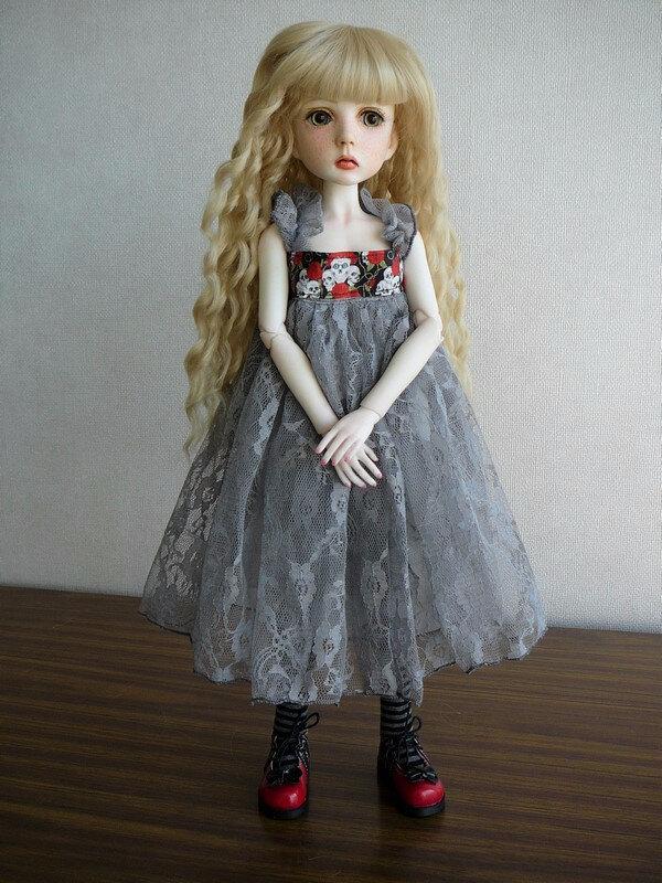 01 Mina dans sa robe d'origine