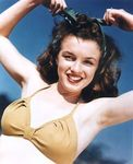 1945_beach_sitting_bikini_yellow_012_1