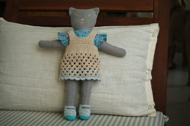 chatte en lin, vêtements crochetés