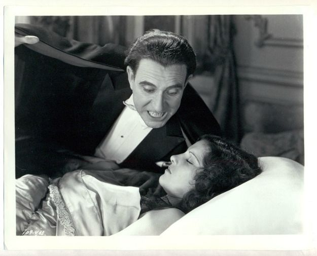 Carlos-Villarias-Lupita-Tovar-in-Dracula-1931-Spanish-Version2