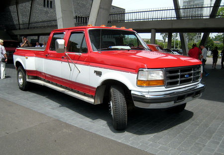 Ford_F350_XLT_power_stroke_01
