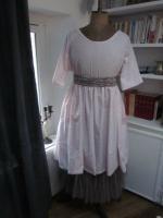 Robe RAYMONDE en coton rose dragée à pois paillettés vieux rose - manches raglan - longueur genoux - taille unique (9)