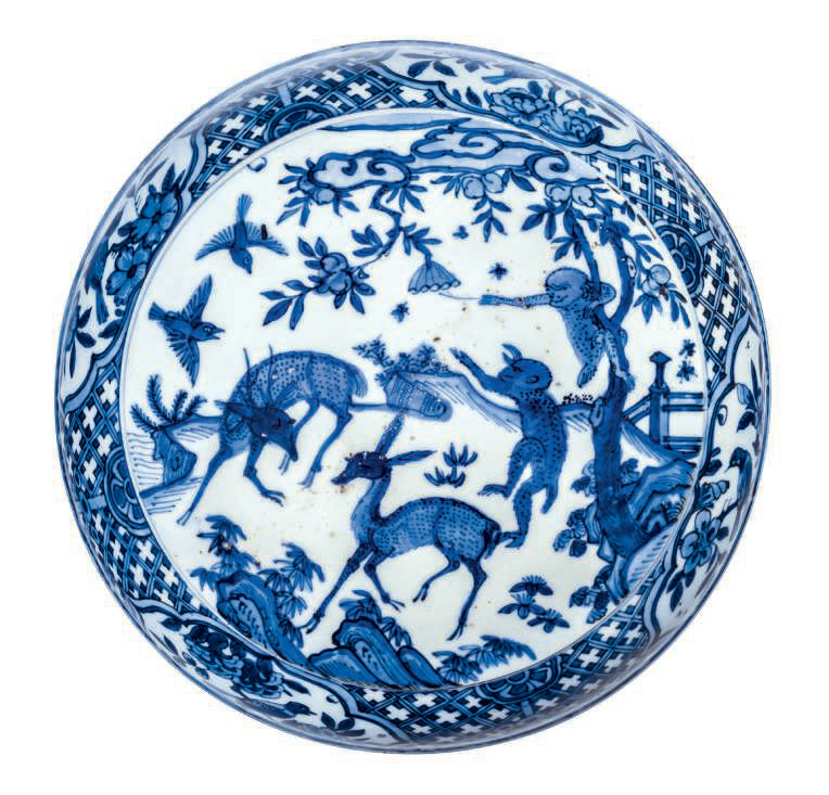 A rare blue and white 'monkey and deer' circular box and cover, Wanli period (1573-1619)