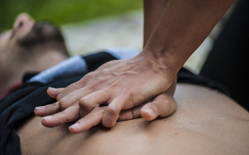 Cardiac-massage-614979428_2125x1414-1080x675