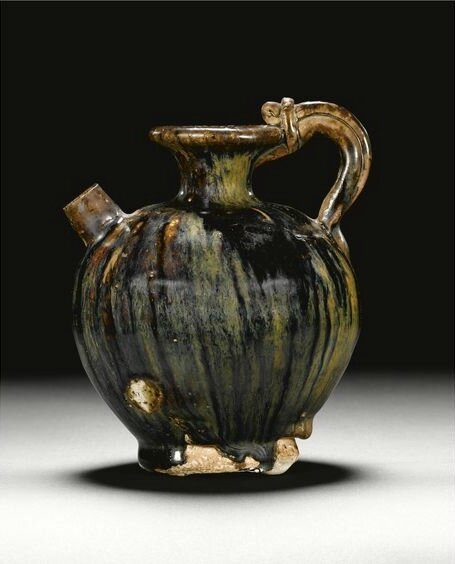 A black-glazed ewer, Tang dynasty (618-907)