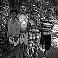 Enfants des bidonvilles de mtsapéré - grande terre (e)
