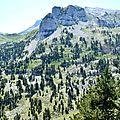 Le rocher de l'Osque depuis le plateau.