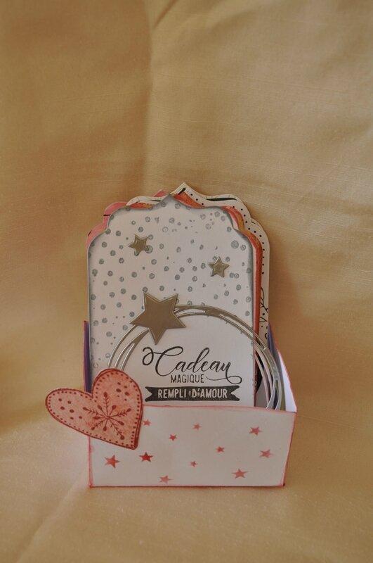 boîte pour les étiquettes cadeaux