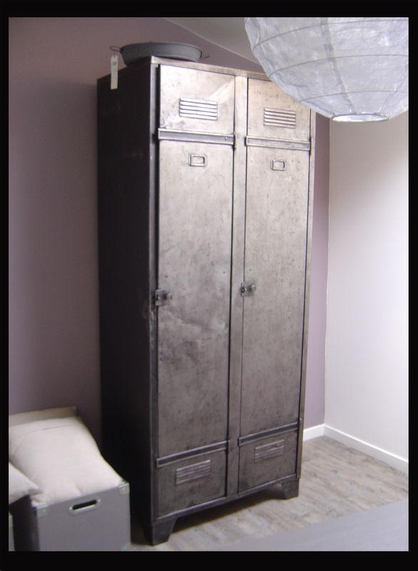 casier industriel les enfants du vintage. Black Bedroom Furniture Sets. Home Design Ideas