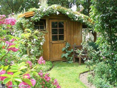 Cabane au toit végétalisé du jardin d'André EVE