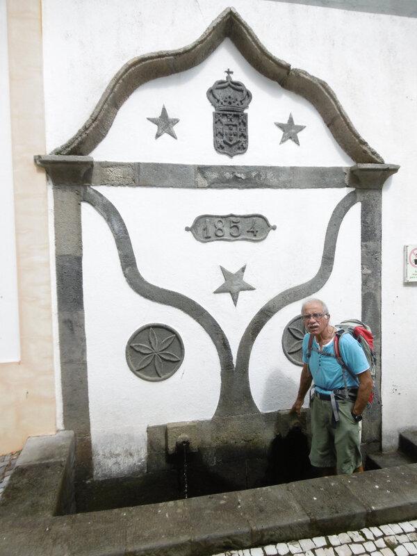 55 - fontaine de Santa Cruz