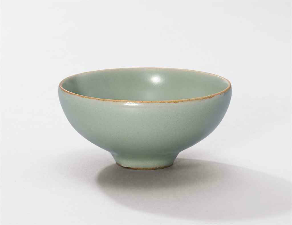 A small Longquan celadon cup, Southern Song Dynasty (1127-1279)