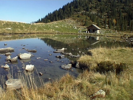 lac_et_chalet_L_at