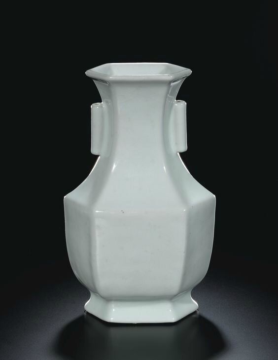 A hexagonal guan-type vase, hu, seal mark and period of Qianlong (1736-1795)