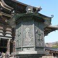 Immense et magnifique lanterne devant le Daibutsuden
