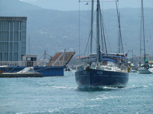 bateau ayant passé le pont touranant
