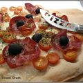 Chic pizza aux tomates cerises et à la coppa