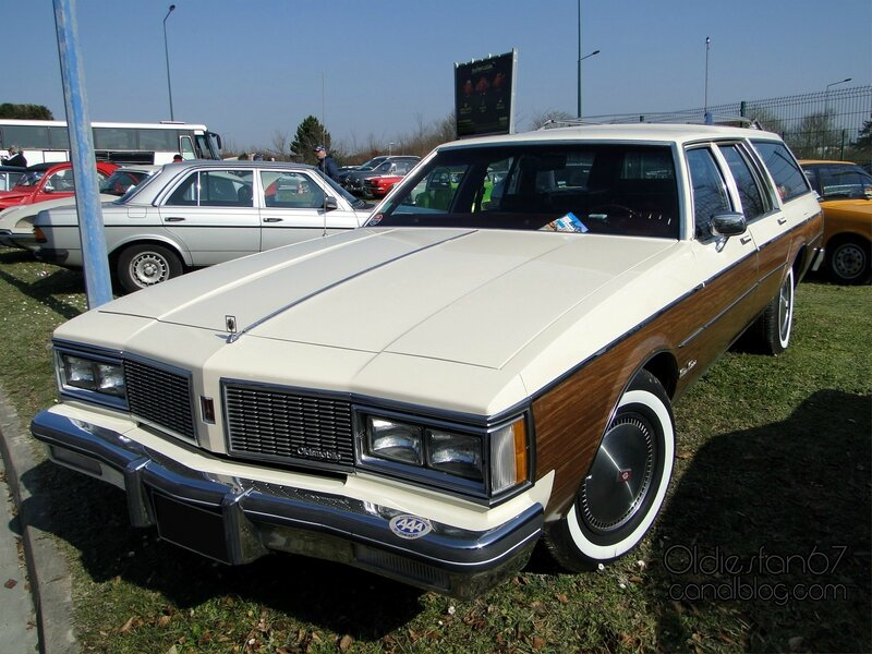 oldsmobile-custom-cruiser-1984-01