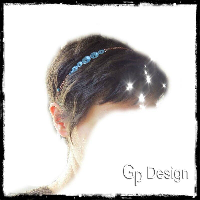 Headband petites fleurs bleues en cuivre émaillé émaux bleu profond sur chaine cuivre porté