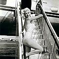jayne_swimsuit_poids-airport-2